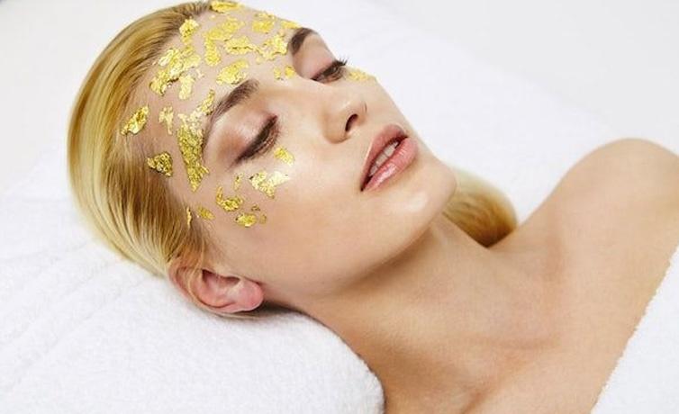 Altın maskenin cilde faydaları canlı bir cilt görüntüsü için...